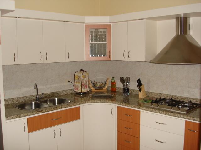 Cocinas en ceramica y cemento for Cocinas enchapadas