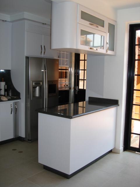 Fotos de cocinas con desayunador fotos presupuesto e - Imagenes de cocinas empotradas ...